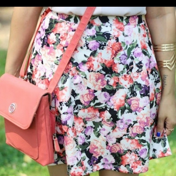 Women's adorable floral skirt🤍💛